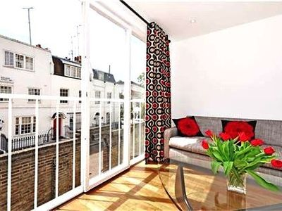 Knightsbridge apartment rental - Reception room overlooking Rutland St