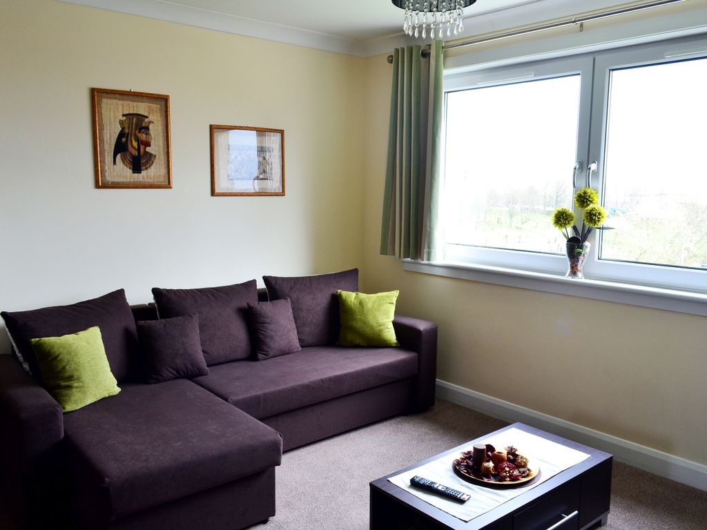 LUXURY 3 BEDROOM FLAT 110sqm - UP TO 10 SLEEPS - Free wifi and fully equipped!