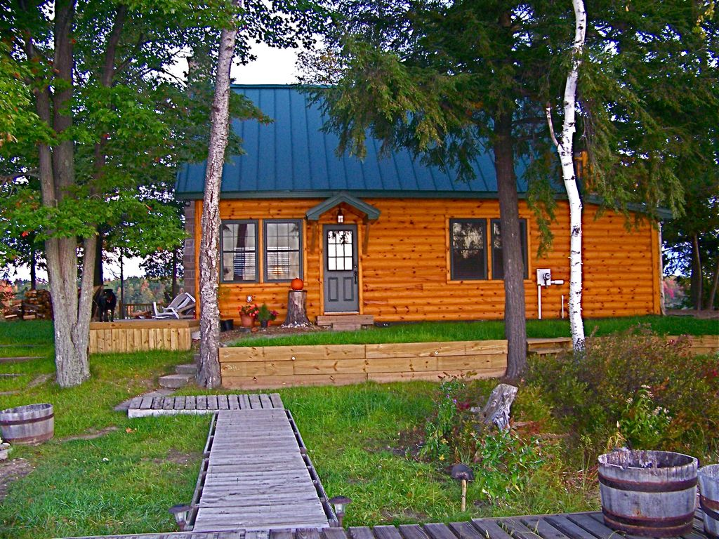 Private island with boat near traverse city 2 br for Northern michigan cabin rental