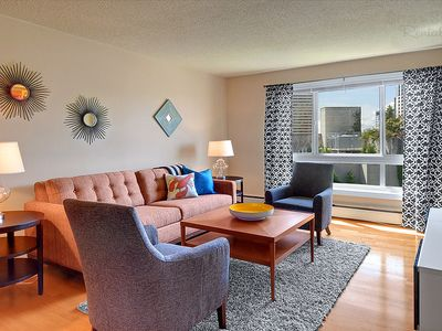 Sitting pretty in Jet City! Best of city living in downtown corporate suite.