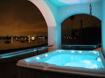Hot tub on balcony of Master bedroom, amazing view of the Sea World fireworks