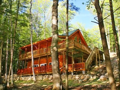 Private Lakefront Luxury Log Cabin with Outdoor Hottub!