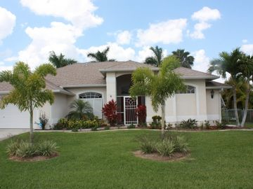 Front view of Flordia Gulf Vacation Rental Home