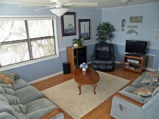 Lovely Den Area w Cable TV, DVD, CD, Ipod Dock, Fan, 4 Couch Recliners