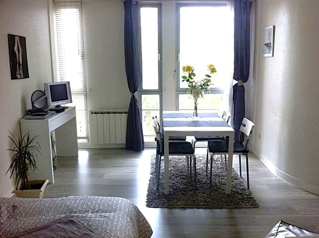 studio t1 bis center toulouse very spacious vrbo. Black Bedroom Furniture Sets. Home Design Ideas