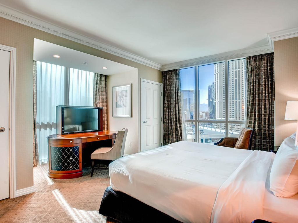 One Bedroom Balcony Suite 99 Special Apr 30 May 5 Mgm Signature Tower 1 Balcony Suite 1bed