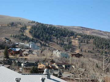 Enjoy views of Park City, Deer Valley ski areas, Old Town from private hot tub