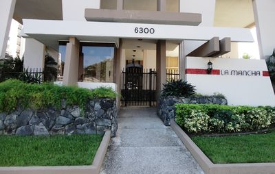 Isla Verde apartment rental - Street entrance of the building