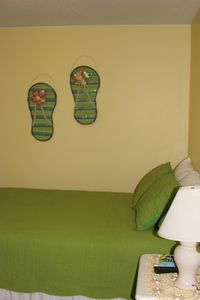 A queen size bed in the 'Flip Flop' bedroom