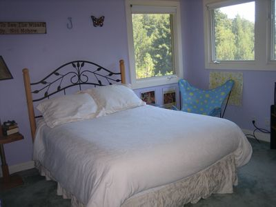 Mill Valley house rental - Primary rental bedroom with full sized bed and private full bath.