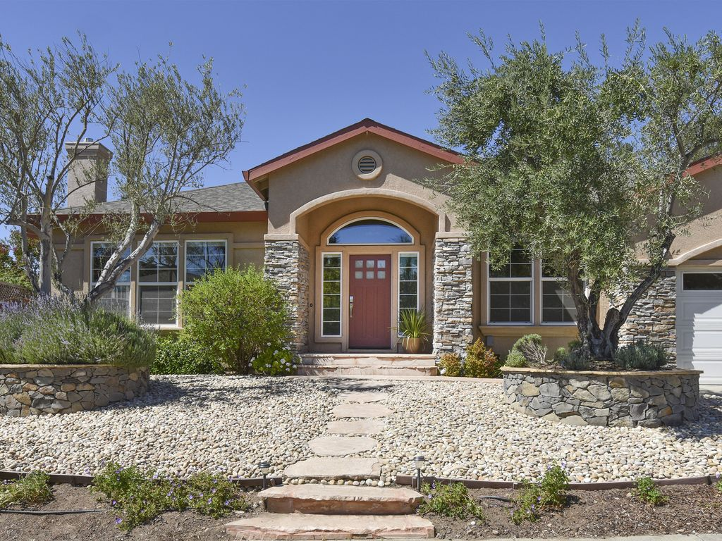 Classic mediterranean home just minutes from vrbo for Classic mediterranean house