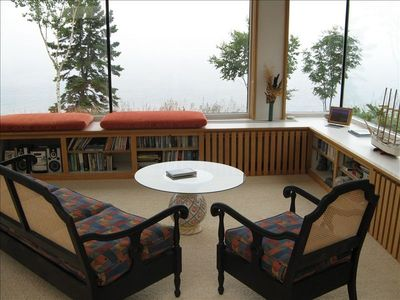 Great Room Setee with Lake Viewing