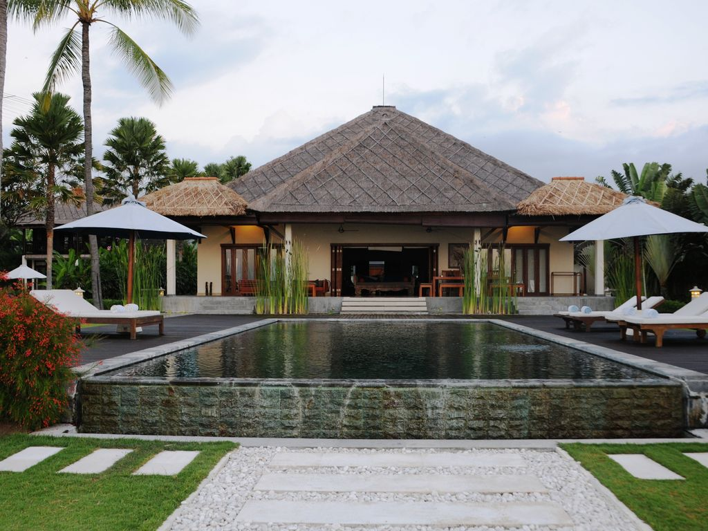 Villa insulinde vacation rental on bali 10 persons for Alarme piscine home beach