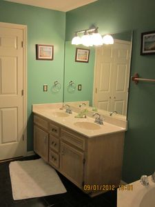 Leesville house rental - master bath
