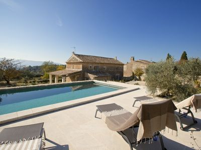 Hamlet house with pool, quiet, with great view, near Gordes
