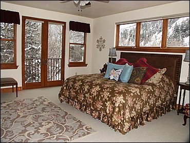 Master Bedroom - King, TV, River View, Jacuzzi Tub