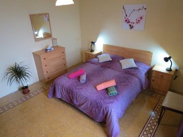Sliema apartment rental - Flat Eight Main bed room