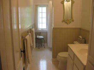 Lenox townhome photo - Upstairs Bathroom