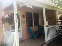 Cocoa Beach Downtown 2 Bedroom Cottage - Pet friendly - Walk to the beach!