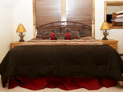 Branson lodge rental - Sierra Master Bedroom, upstairs bedroom #3
