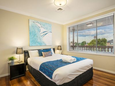 Luxury 9 bedroom Home for large groups close to the CBD