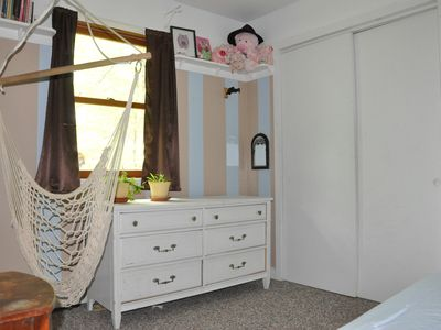 Twin bed bedroom flip side