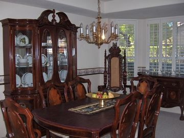Dining room -- so spacious!