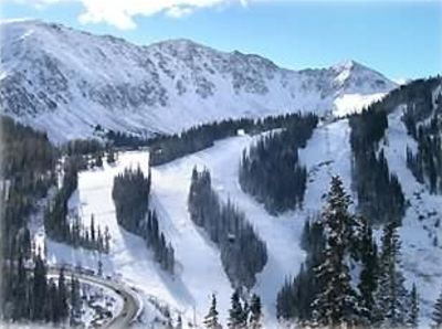 Only 7 min by car/ free ski shuttle to Keystone Ski Area. 10 min to A-Basin