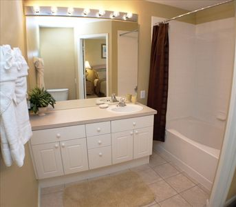 Master bedroom ensuite bathroom