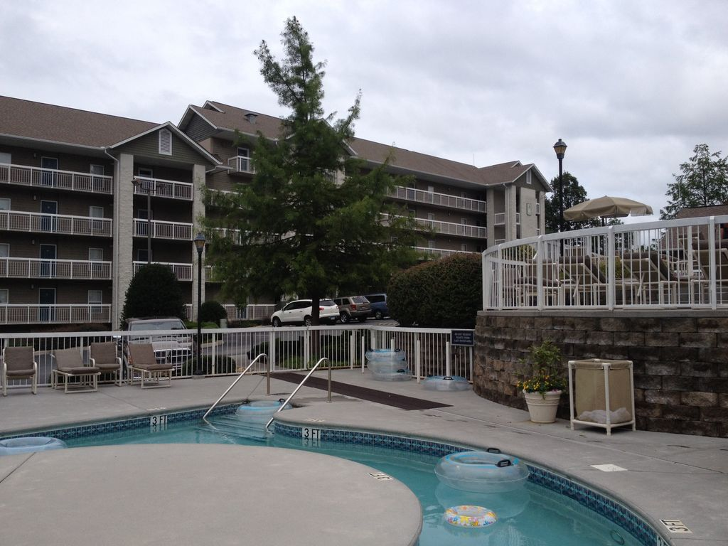 2 BR A+ CONDO DOWNTOWN PIGEON FORGE TN BUILT...