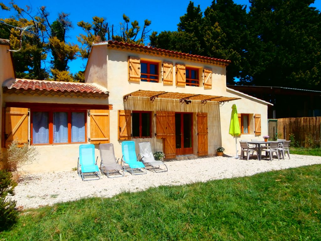 Holiday house, close to the beach, Les Taillades, Provence and Cote d