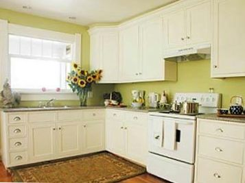 Fully equipped kitchen - bright and spacious