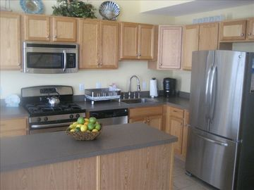 Full modern kitchen. All new appliances.