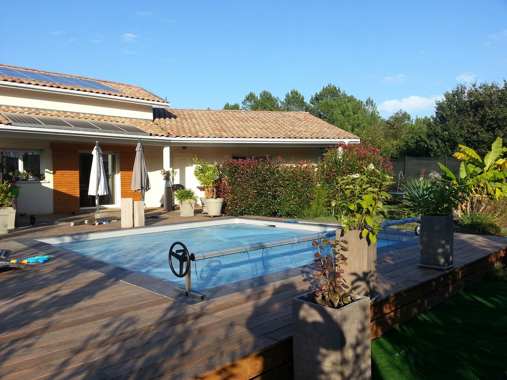 Nice spacious house with a pool a garden homeaway for Tours of nice houses