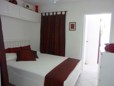 Saint George's apartment rental - Romantic red room