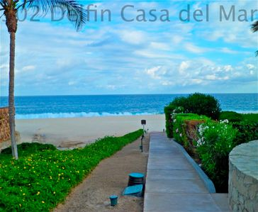 A few steps to the Beach from Casa Hunter-Hart