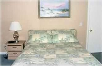 Large master bedroom w/ queen sized bed and sofa
