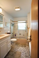 Hampton Bays house photo - Main floor bathroom