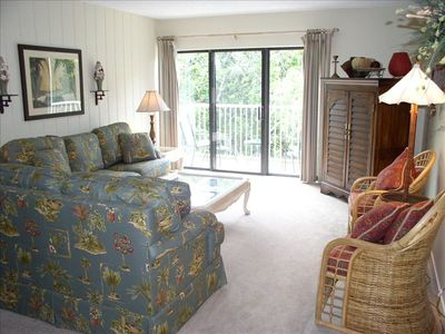 Comfortable, bright family room w/tv & access to balcony overlooking pool