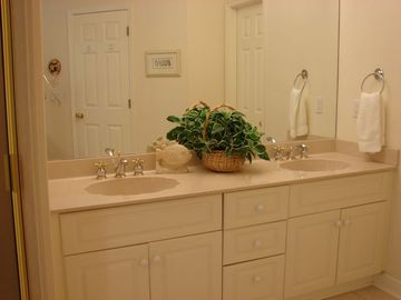 (2) Identical Master bathrooms - double vanity sinks - stall shower - Jacuzzi tu