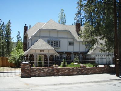 4000 sq ft, 4bd, 2.5ba estate; walk to lake and 2 min to resorts and village