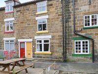 THE COTTAGE, BECKSIDE, family friendly in Staithes, Ref 978