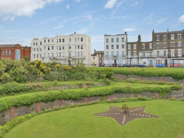 Sea Views! Great location. 2 bed/2 bath Georgian apartments with private parking