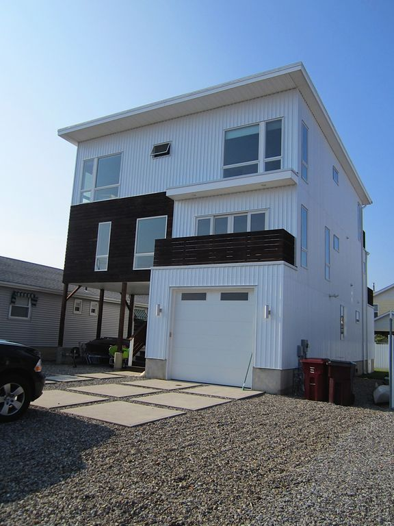 Beautiful Modern Home In One Of The Jersey VRBO