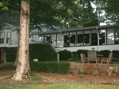 An air conditioned, enclosed sunroom overlooks beautiful Smith Lake