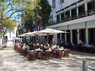 Funchal apartment rental - Cafe Society near the Cathedral minutes away