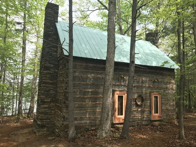 Our 2nd Great Year / Historical log cabin with  private beach, 300 Ft Front