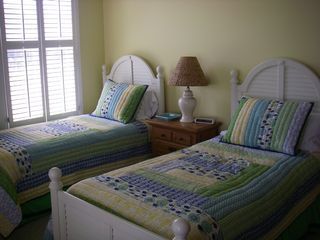 Bald Head Island house photo - Downstairs twin bedroom with screened porch