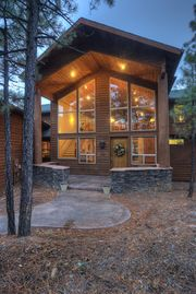 Show Low cabin rental - Front of bright and cheery cabin