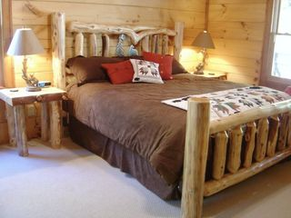 Blowing Rock cabin photo - King in Master Bedroom